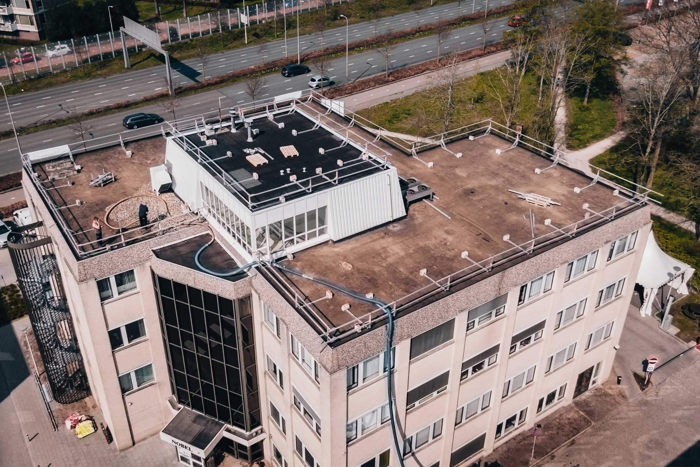 Renovatie kantoorpanden Nobel & Galilei_Serco Dakspecialisten